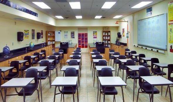 الكويت : 1000 معلم ومعلمة عالقون بالخارج