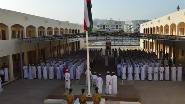 سلطنة عمان تؤجل بدء الدراسة وتعتمد نظامًا جديدًا للتعليم