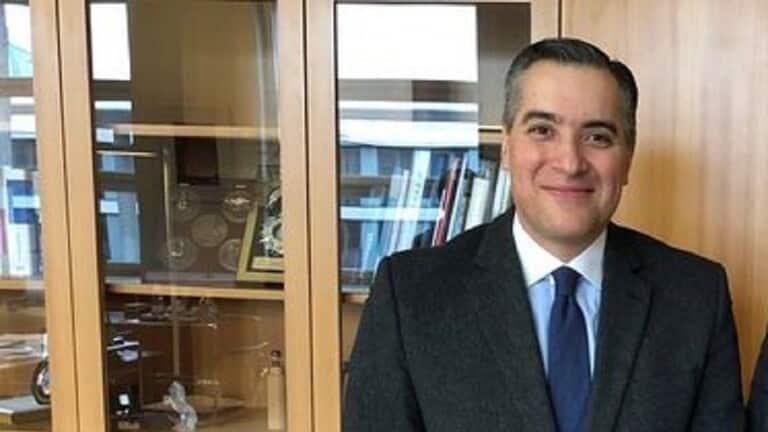 من هو مصطفى أديب المرشح لرئاسة الحكومة اللبنانية؟