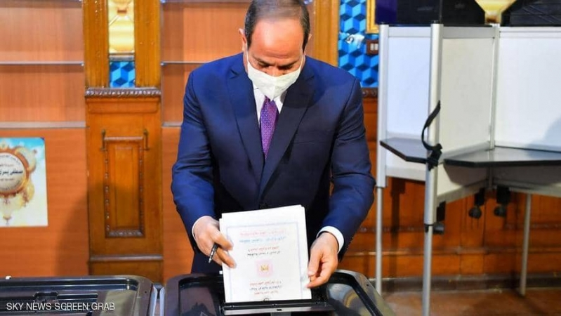 السيسي يدلي بصوته في انتخابات مجلس الشيوخ