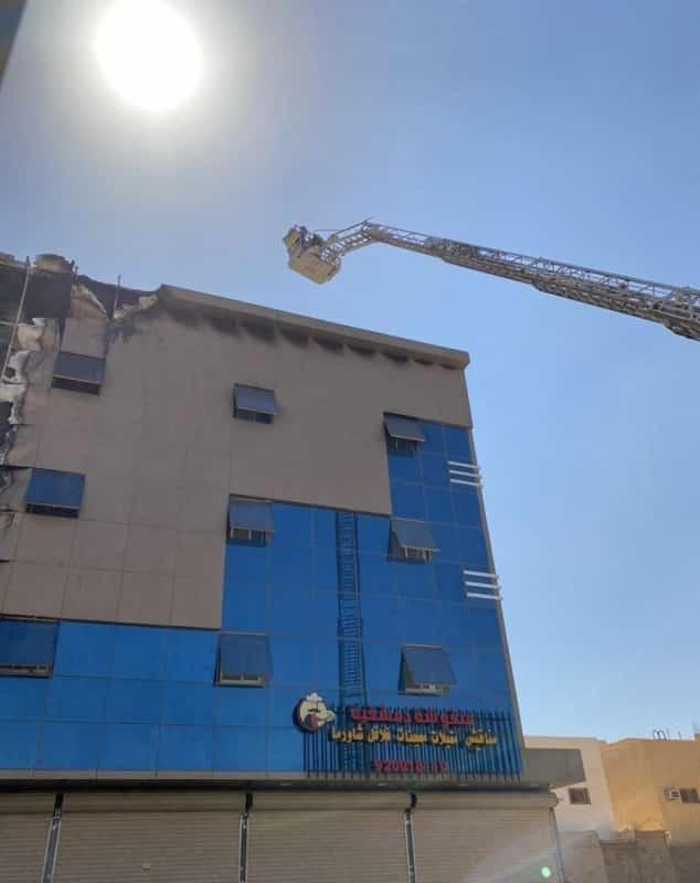 فيديو.. إخلاء 4 محتجزين أثناء حريق مبنى سكني في بريدة - المواطن