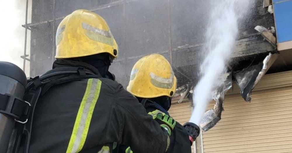 فيديو.. إخلاء 4 محتجزين أثناء حريق مبنى سكني في بريدة
