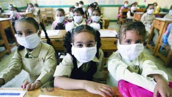 الصحة العالمية تنصح بارتداء الأطفال الكمامات من سن الـ12