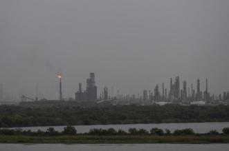 كيف يمكن لـ إعصار لورا أن يؤثر على أسعار النفط والأسهم؟
