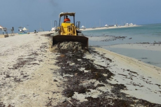 شاهد.. حملة لتنظيف الشواطئ والحدائق العامة في البرك - المواطن