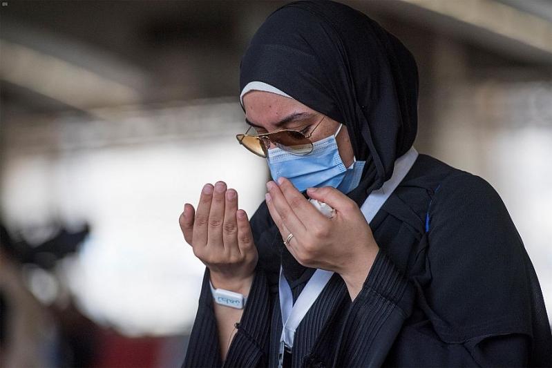 شاهد.. ضيوف الرحمن يرمون الجمرات في أول أيام التشريق - المواطن