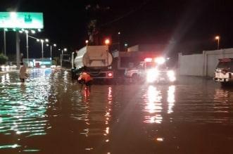 صور .. أمطار البرك توقف الحركة المرورية - المواطن