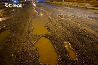 انهيار أجزاء من الطبقة الأسفلتية في جازان بسبب الأمطار! - المواطن