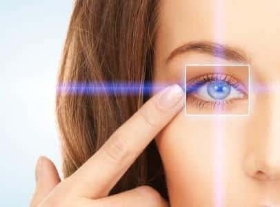 لا تتجاهل رعشة العين قد تكون علامة غير صحية