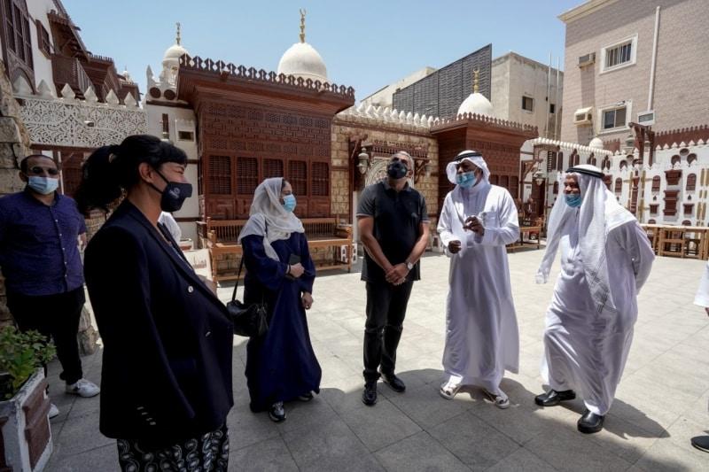 الخطيب يصطحب أمين السياحة العالمية في جولة بجدة التاريخية وعسير