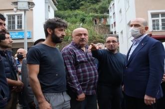 بالفيديو.. لحظة انزلاق وزير الداخلية التركي في مجرى السيول - المواطن