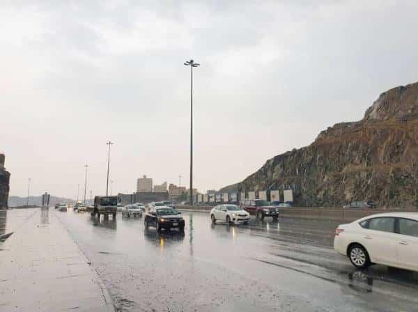 توقعات طقس اليوم: أمطار رعدية مع رياح وأتربة