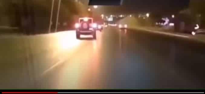 فيديو.. انقلاب مروع لمركبة مفحط ليلاً بالرياض