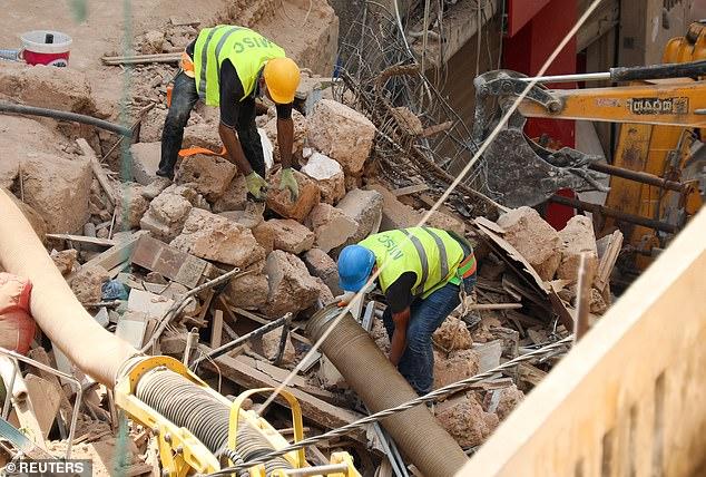 الآمال تتجدد بالعثور على طفلين من بائعي الزهور تحت أنقاض انفجار بيروت