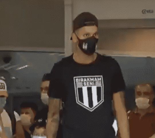 فيديو .. دي سوزا يصل إلى تركيا للانضمام لـ بيشكتاش