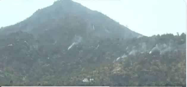 فيديو.. إخماد 80 % من حريق جبل عمد جنوب الطائف
