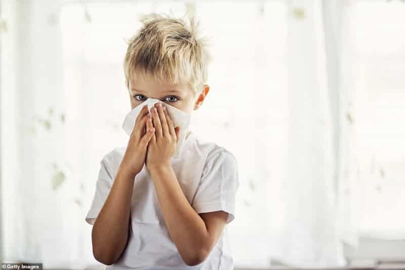 خبراء هذا العرض هو الفرق بين إصابة الأطفال بـ كوفيد-19 أو الإنفلونزا (1)