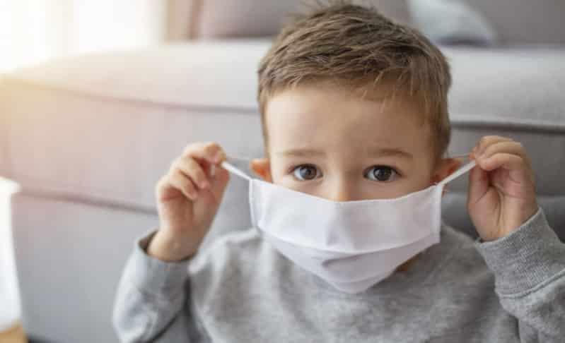 خبراء: هذا العرض هو الفرق بين إصابة الأطفال بـ كوفيد-19 أو الإنفلونزا