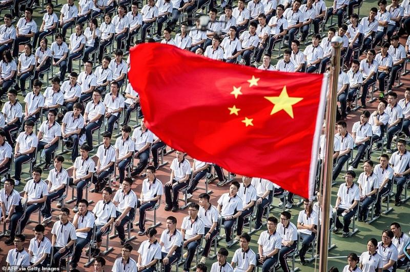 صور.. المشاهد الأولى لعودة ملايين الطلاب في الصين إلى المدارس (6)