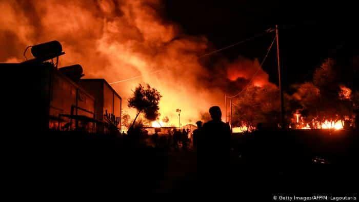 فيديو وصور.. مخيم موريا جحيم مستعر على أرض اليونان