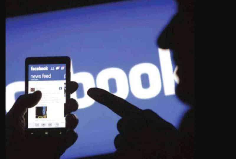 استشاري يحذر: 84 % من نصائح فيسبوك الطبية خاطئة