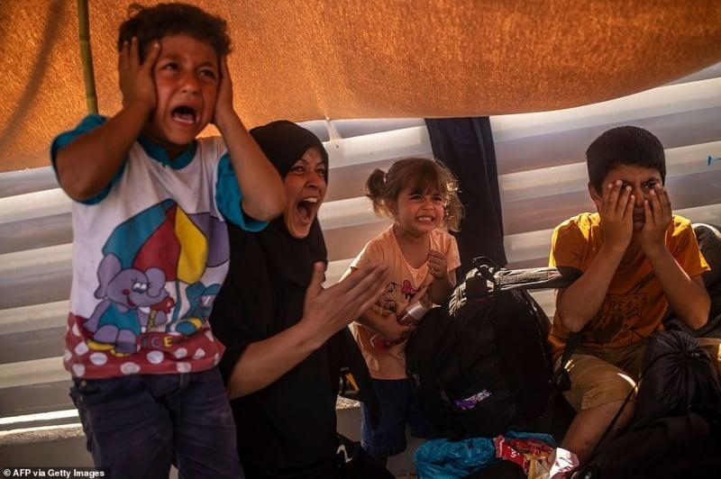 لاجئو مخيم موريا في اليونان يتقاتلون على شربة ماء 10