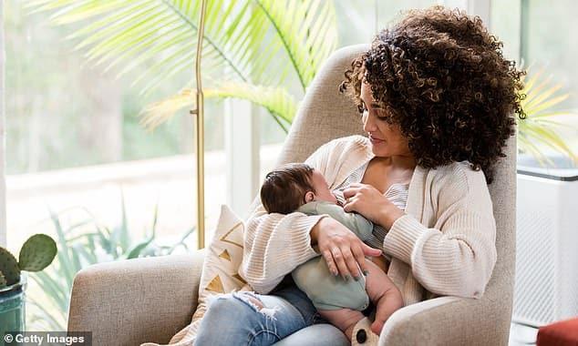 لبن الأم قد يحمي الأطفال من عدوى كوفيد-19