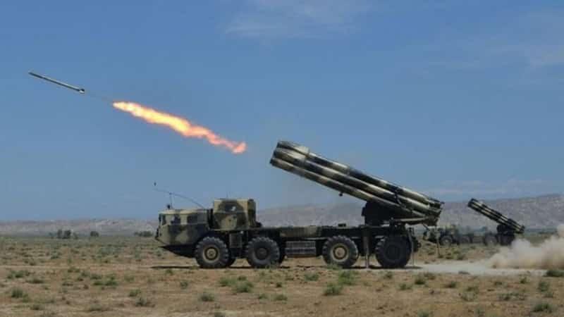 ماذا يحدث بين أذربيجان وأرمينيا وأيهما يفوق الآخر عسكريًا؟