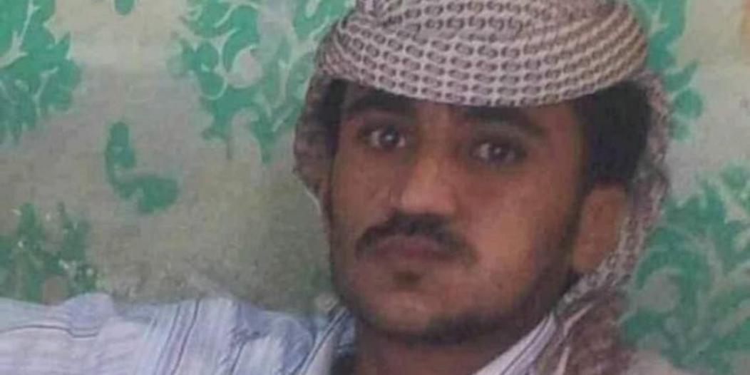 مسلح حوثي يقتل أباه وأمه وجاره!