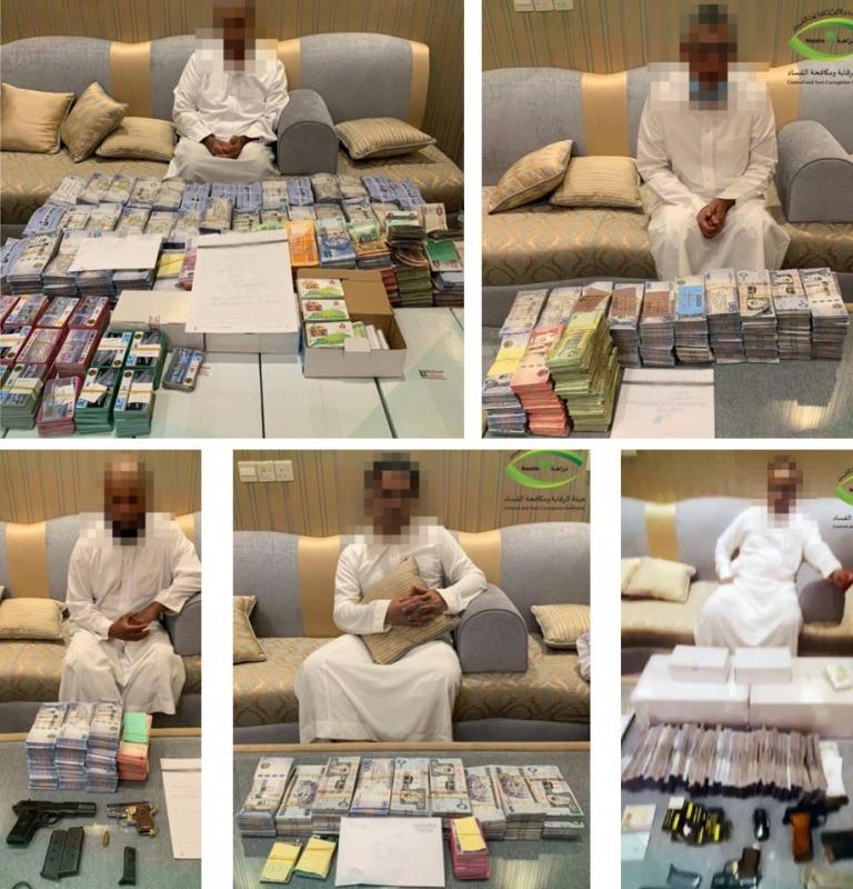 هيئة الرقابة تنشر صورًا للموظفين الـ5 المتورطين في قضية الفساد الكبرى بالرياض