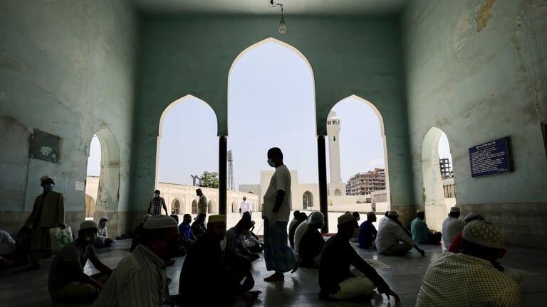 انفجار مكيفات مسجد يقتل 11 في بنغلاديش