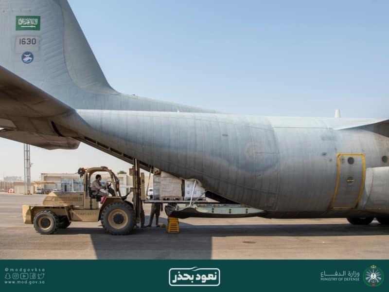 وزارة الدفاع ترسل طائرة محملة بشحنة مساعدات طبية إلى العراق - المواطن