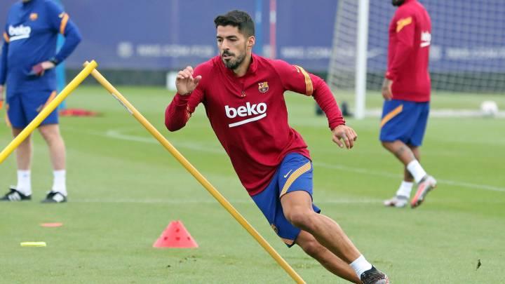 برشلونة يفسخ عقد لويس سواريز