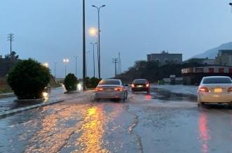 أمطار غزيرة على المجاردة ومحايل والمدني يحذر من السيول - المواطن