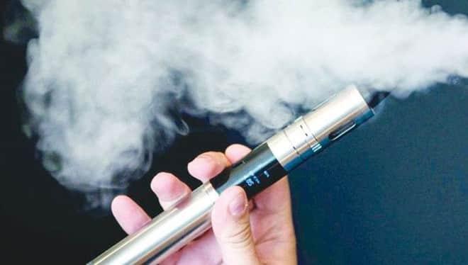 تقرير بريطاني: احذر من تدخين السجائر الإلكترونية .. تعرف على الأسباب