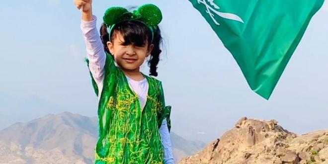 صورة لارين الغامدي طفلة ارتقت قمة جبل شدا تعبيرًا عن مشاعرها في حب الوطن