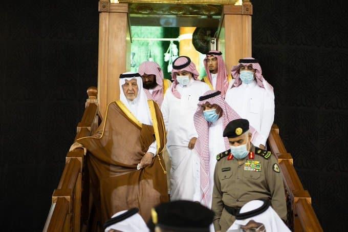 نيابة عن الملك سلمان.. خالد الفيصل يتشرف بغسل الكعبة المشرفة