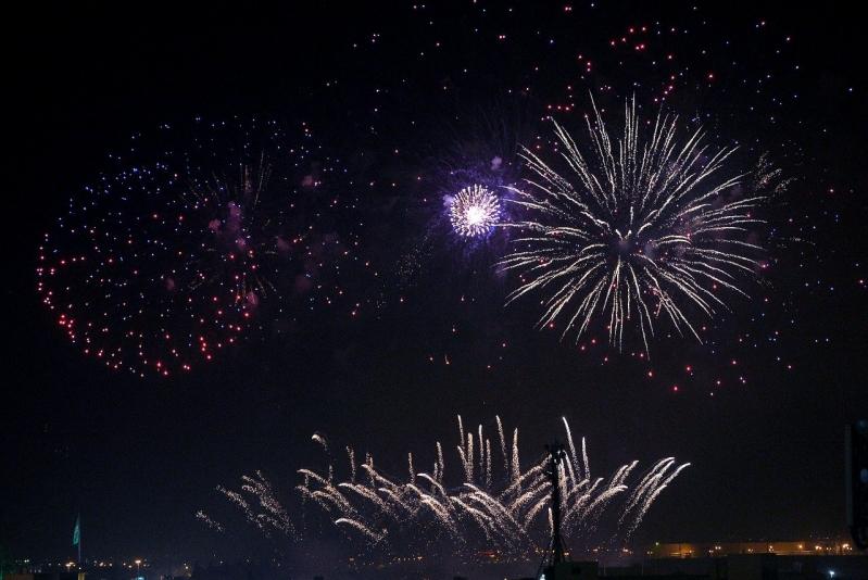 شاهد.. الألعاب النارية تُضيء سماء الرياض ابتهاجًا باليوم الوطني