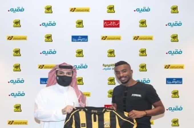 عبدالرحمن اليامي لاعب الاتحاد الجديد مع رئيس النادي