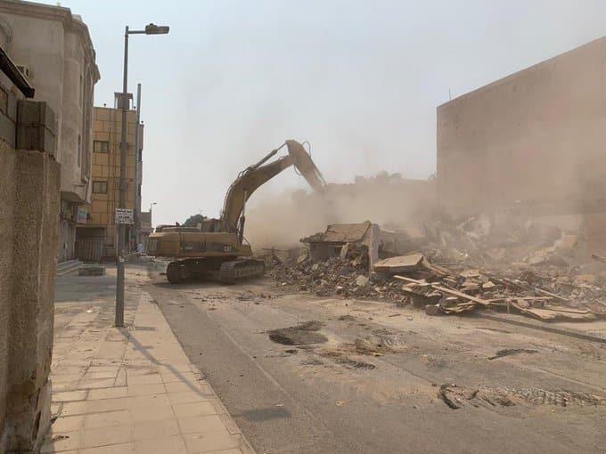 إزالة عقارات لتوسعة شارع الإذاعة بحي النزلة جنوب جدة