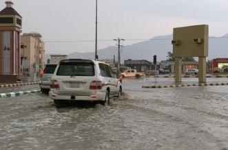 أمطار غزيرة تغرق شوارع بارق وشكاوى من سوء تصريف المياه - المواطن