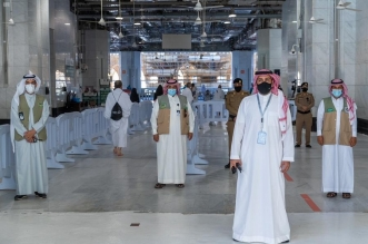 55 مشرفًا في أول صلاة جمعة بالمسجد الحرام بعد العودة التدريجية - المواطن
