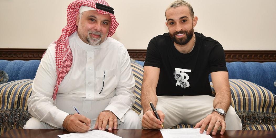 إدريس فتوحي يوقع عقده الرسمي مع الأهلي