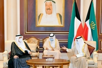 الأمير منصور بن متعب ينقل تعازي القيادة لسمو أمير الكويت