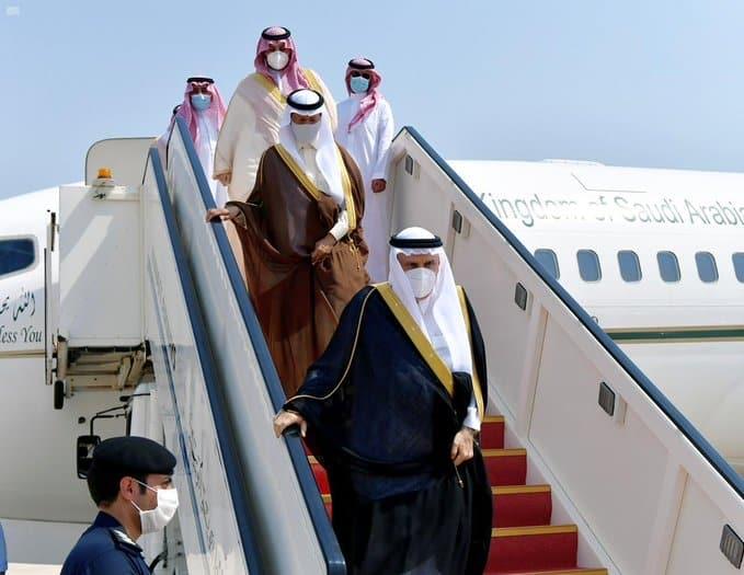 منصور بن متعب ينقل تعازي الملك سلمان وولي العهد في الشيخ صباح - المواطن