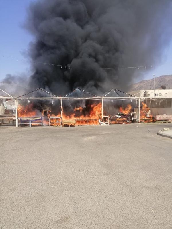 التماس كهربائي يشعل حريقًا في سوق شعبي ببدر