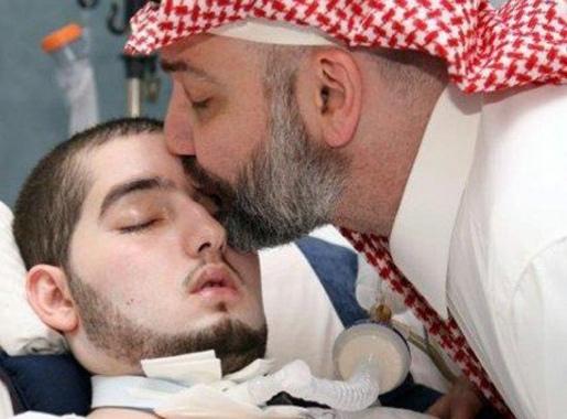 فيديو.. الوليد بن خالد بن طلال يتفاعل مع التحية ويحرك يده