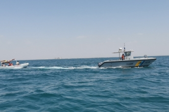 حرس الحدود ينقذ مواطنًا من الغرق بشاطئ الواجهة البحرية بالحريضة - المواطن