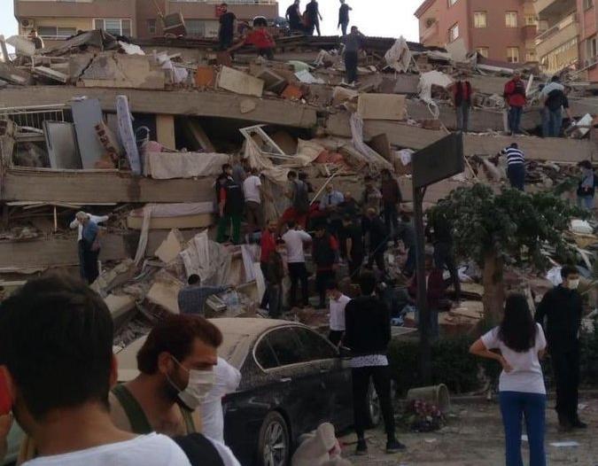 تركيا تلاحق عشرات المغردين بعد زلزال إزمير