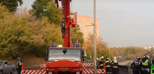 فيديو.. مقتل سائق سقطت مركبته بالنهر في روسيا